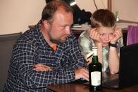 Осенняя фристайл-сессия в Европе, 2015. Чехия(Рoуднице-над-Лабем) .Отец с сыном смотрят рабочий видео-материал с тренировки.