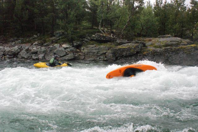 Ежегодный выезд в Норвегию, 2012г. речка Lora. Место отжигов под мостом.