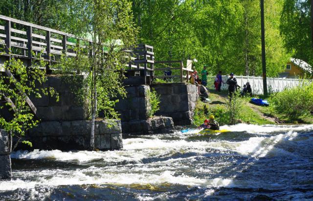 """1-й этап кубка North Karelia freestyle paddling cup 2012 прводился в Керманкоски на """"бочке"""""""