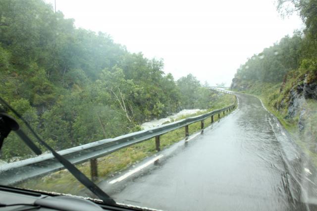 Выезд в Норвегию, 2013. Дорога через перевал. Спускаемся.