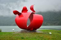 Выезд в Норвегию, 2013. На фьорде. Памятник не понятно чему.