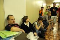 Открытый Чемп. СПб по фристайлу на гладкой воде 2013. Собираются участники соревнований и зрители.